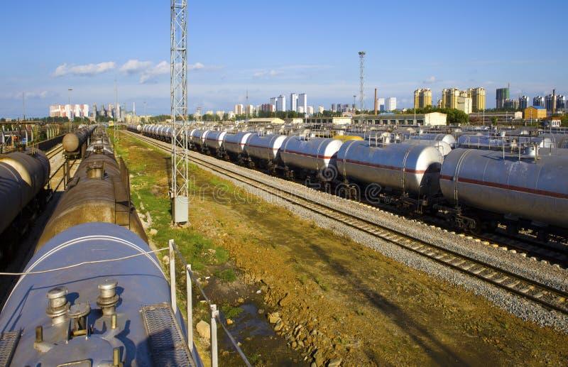 Train de réservoir de stockage de pétrole photos stock