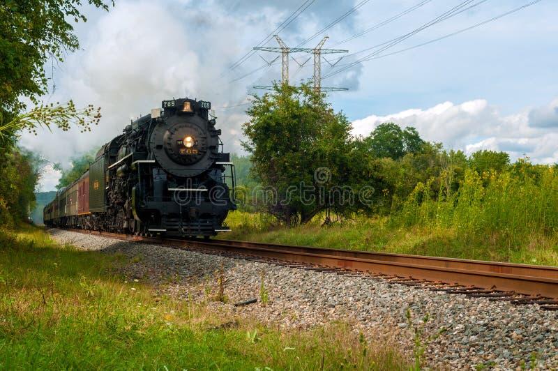 Train de tonnerre de vapeur image libre de droits