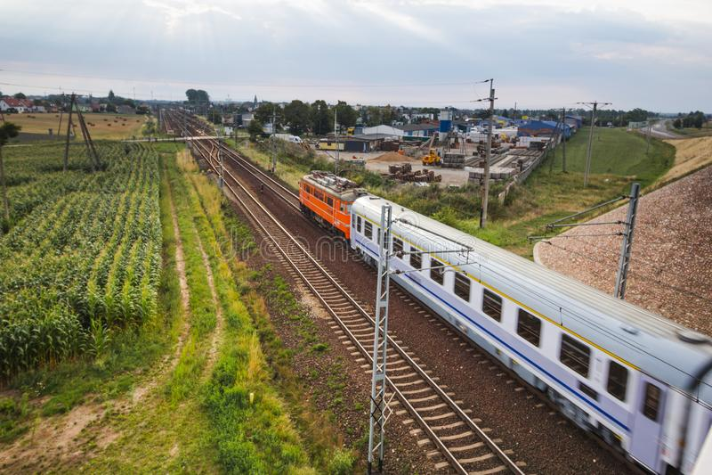 Train interurbain de PKP d'en haut photos libres de droits