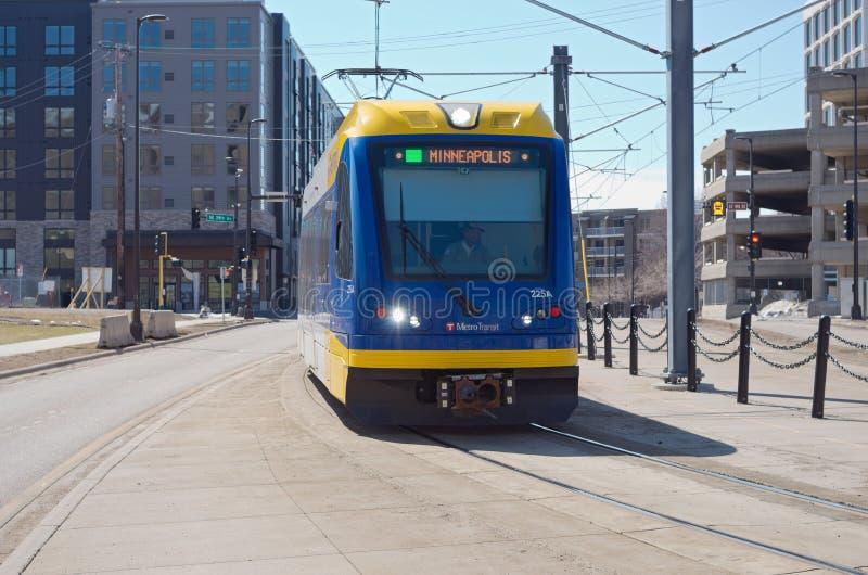 Train léger de rail sur la Ligne Verte de Minneapolis image stock