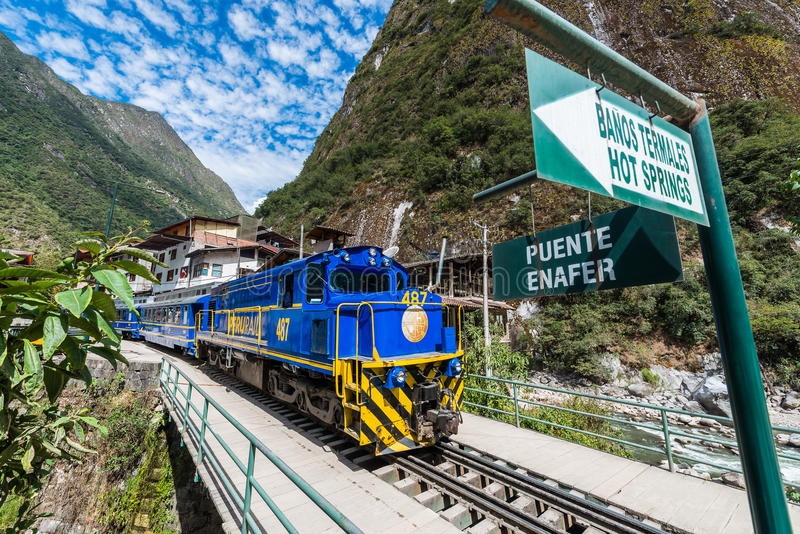 Train les Andes péruviens Cuzco Pérou de Perurail photo libre de droits