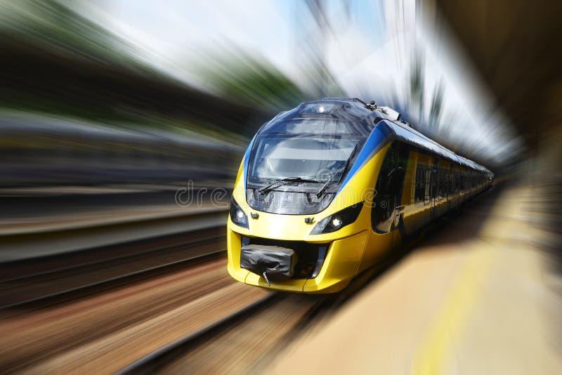 Train moderne photographie stock libre de droits