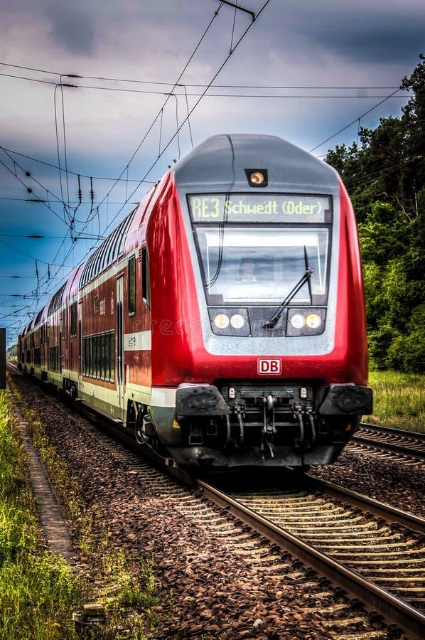 Train principal plat images libres de droits