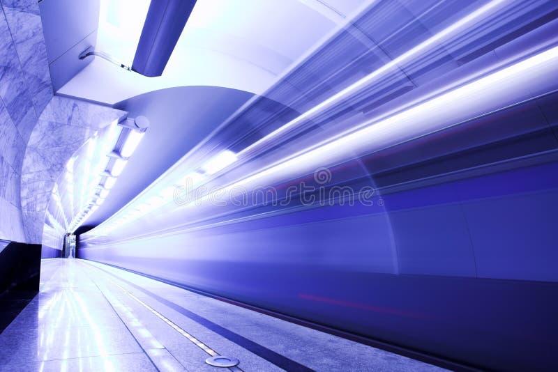 Train rapide dans le souterrain image stock