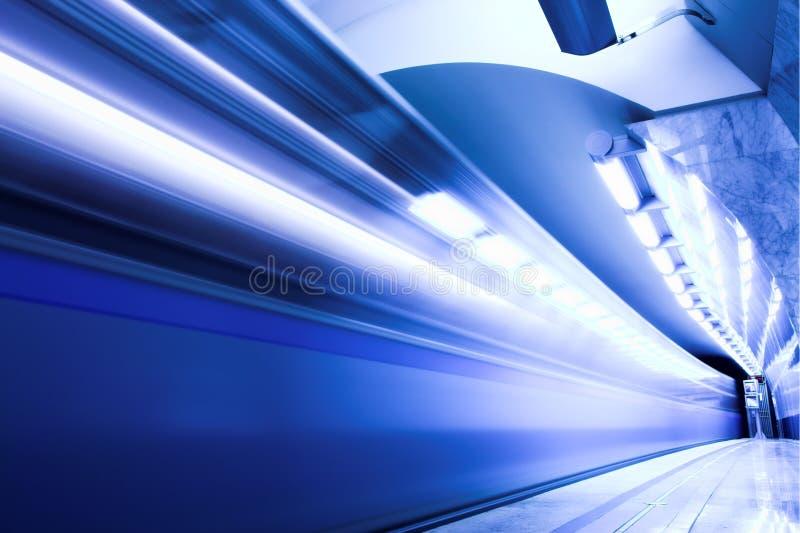 Train rapide dans le souterrain photo libre de droits