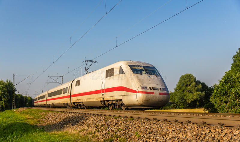 Train rapide interurbain dans Offenburg, Allemagne image stock