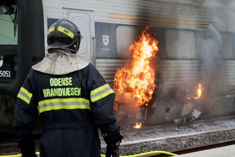 Train sur le feu photo libre de droits