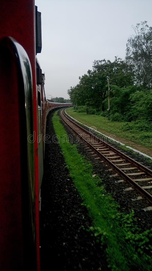 Train tournant jusqu'au point photo stock