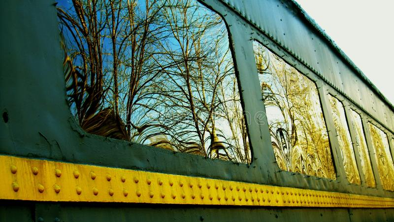 Traincar窗口反射 免版税图库摄影