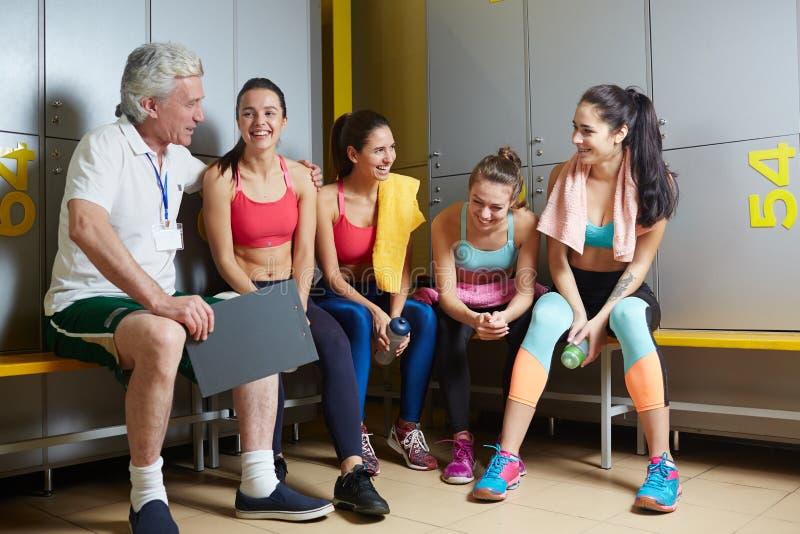 Trainer en meisjes stock fotografie