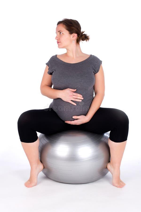 Trainieren der schwangeren Frau lizenzfreies stockfoto