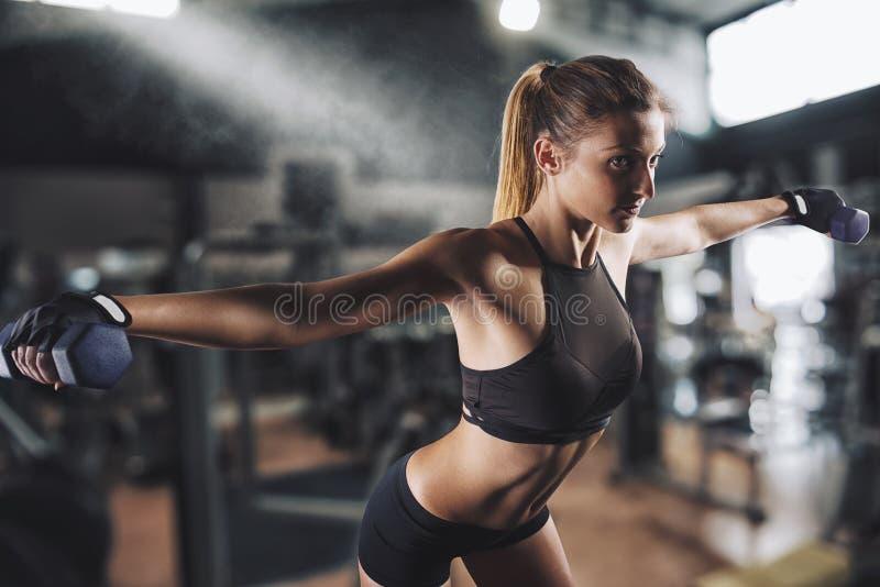 Training bij de gymnastiek stock fotografie