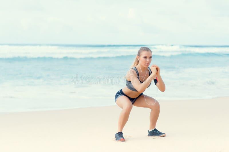 Trainingsfrau stockbilder