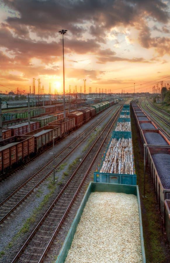 Trains de cargaison dans HDR images libres de droits