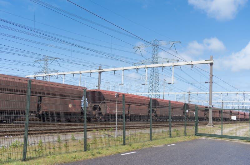 Trains de cargaison dans le port de Rotterdam photo stock