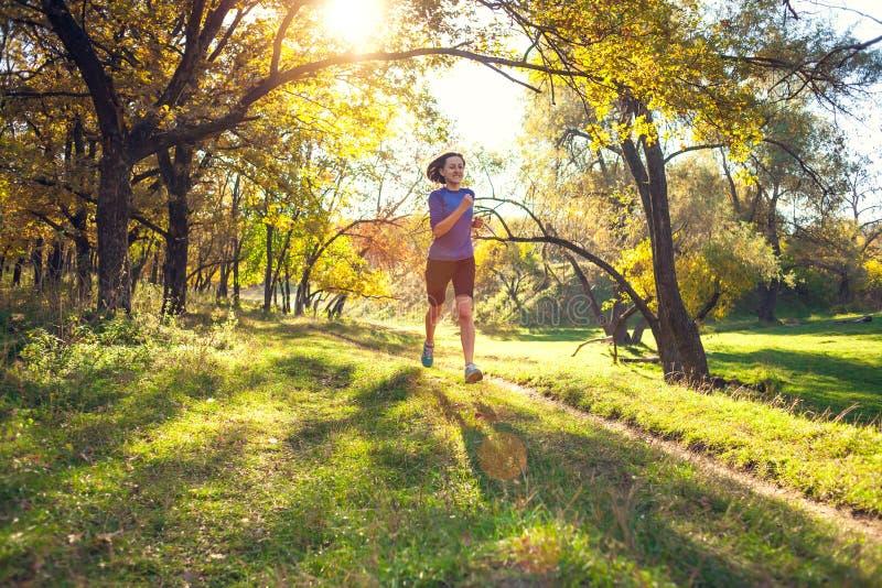 Trains de femme en nature photo libre de droits