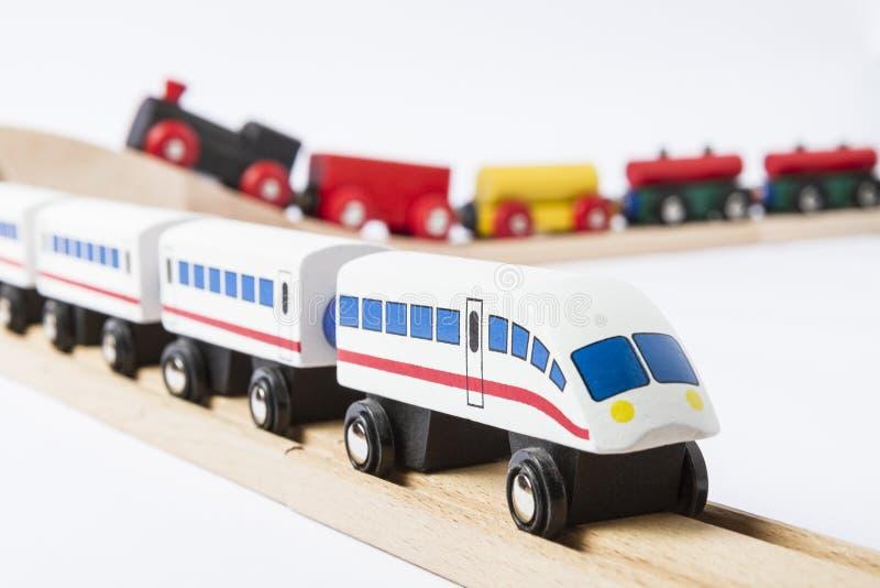 Trains en bois de jouet sur le chemin de fer photo libre de droits