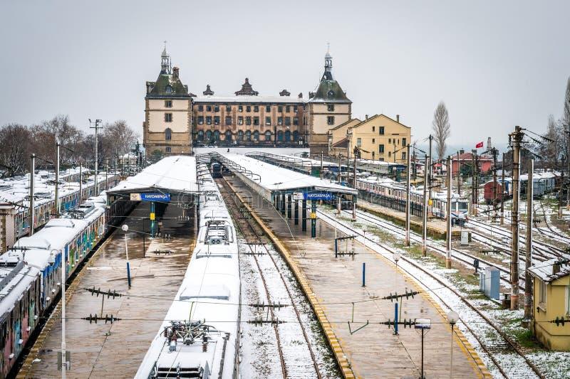 Trains en station de train de Haydarpasa à Istanbul, Turquie photos stock