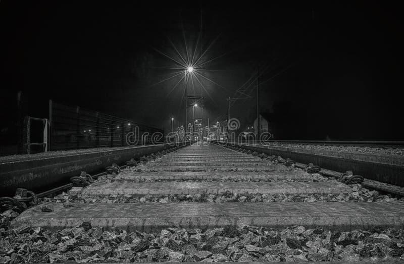 Trainstation в ноче стоковые изображения