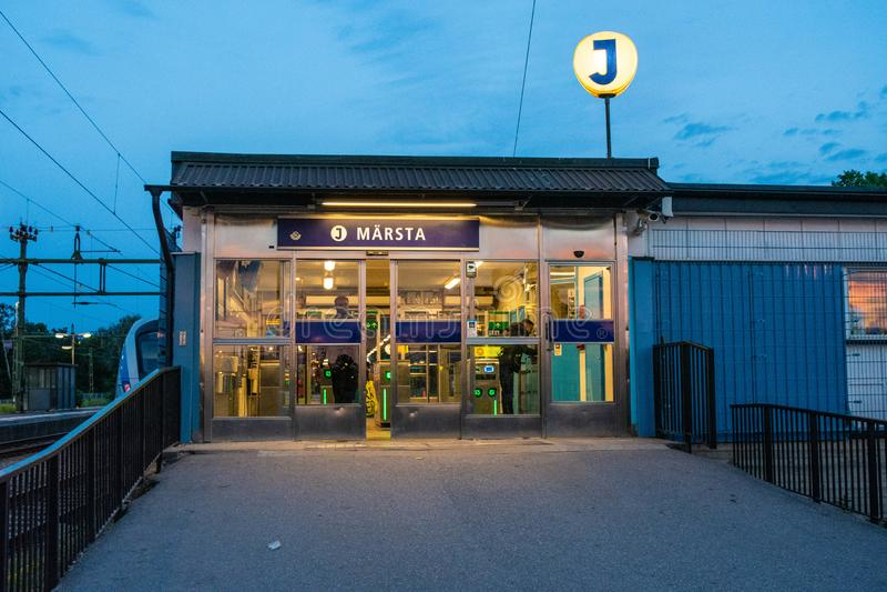 Trainstation in Schweden-pendletåg marsta märsta lizenzfreie stockfotos