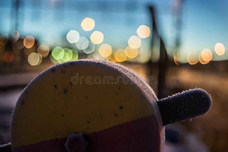Trainyardtoestel met bokehachtergrond stock afbeeldingen
