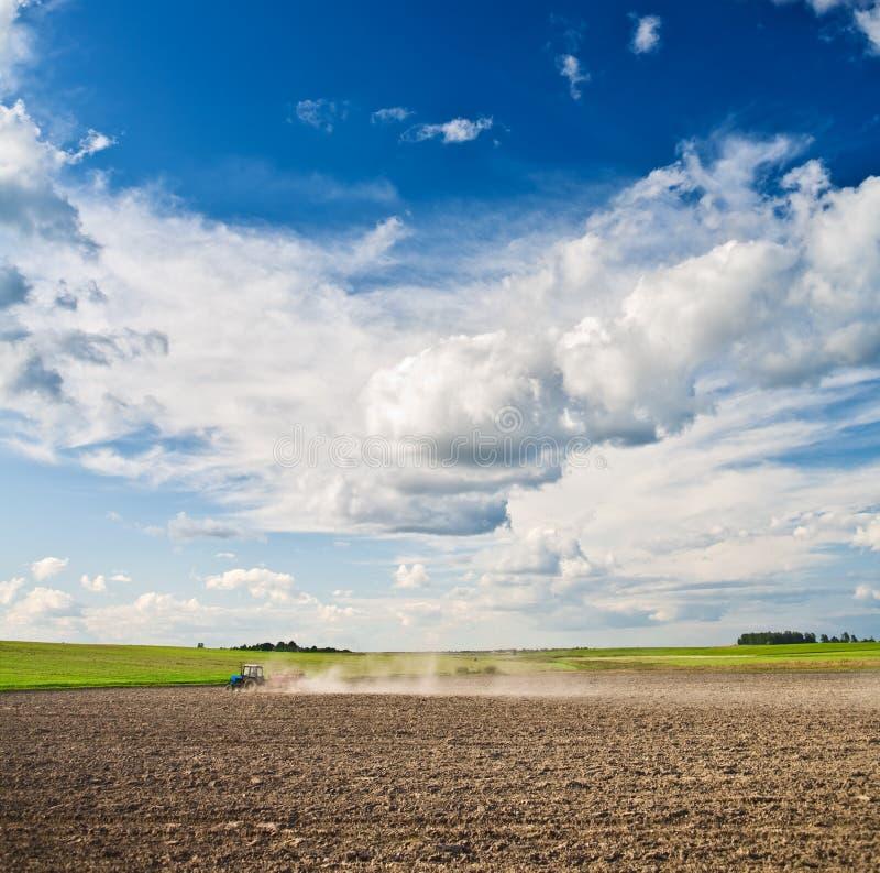 Traitement agricole de la zone nettoyée photographie stock