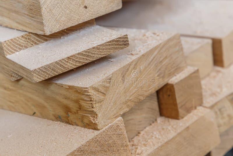 traitement de bois Travail de menuiserie Meubles en bois Matériau de construction en bois de bois de construction pour le fond et image libre de droits