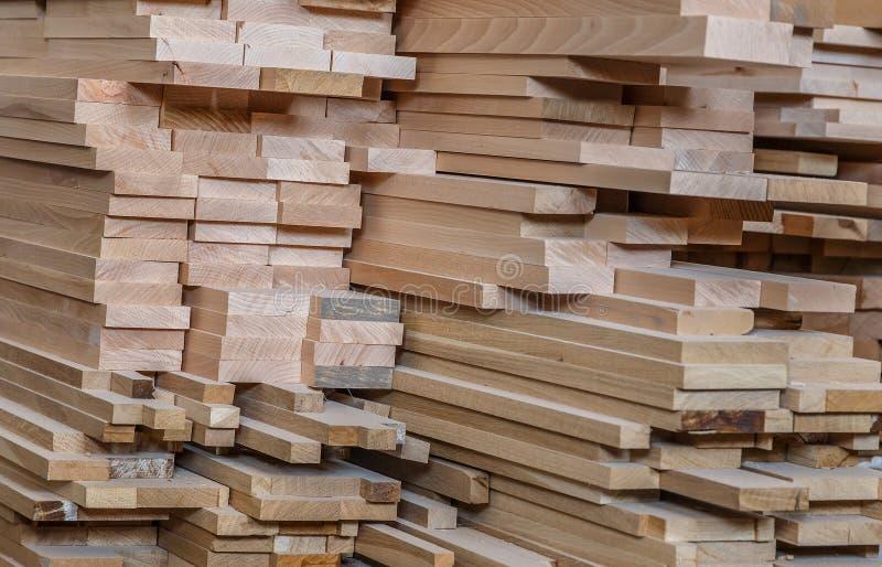 traitement de bois Travail de menuiserie Meubles en bois Matériau de construction en bois de bois de construction pour le fond et photos libres de droits