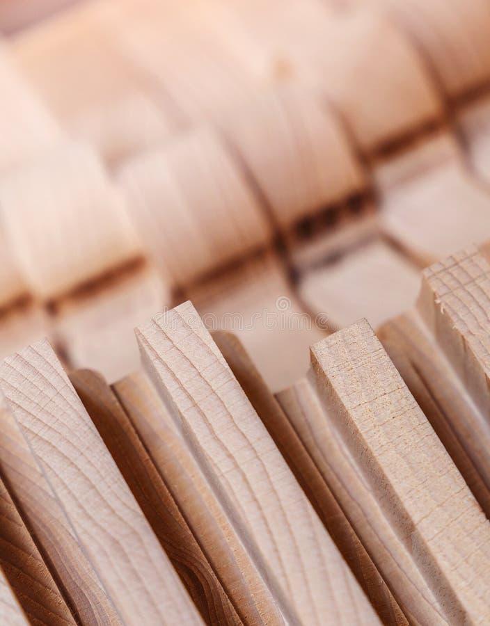 Transformation du bois. Travail de joinerie. mobilier en bois. Matériau de construction de bois de bois pour le fond et la textur images stock
