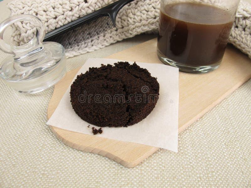 Traitement de cheveux avec du café et la caféine image libre de droits