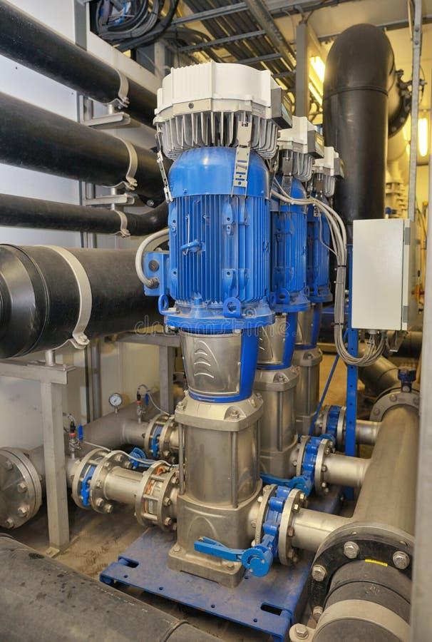 Traitement de l'eau déminéralisé à l'intérieur d'usine image stock