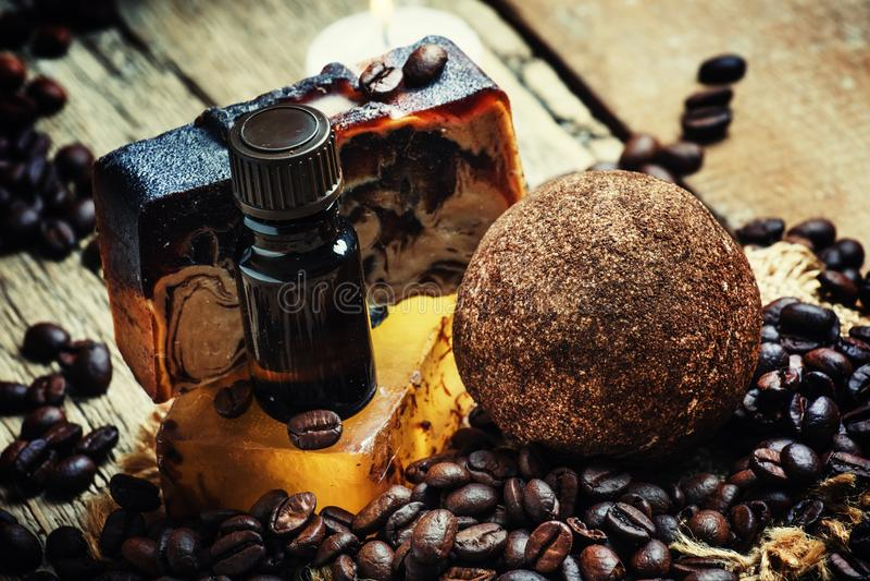Traitement de station thermale avec du café, vieux fond en bois, focu sélectif photographie stock