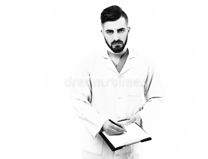 Traitement et concept de service d'ambulance Le docteur avec la barbe écrit des prescriptions images libres de droits