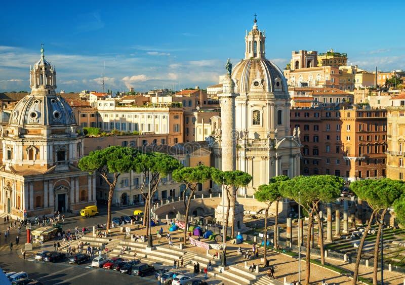 Trajan论坛与它的著名专栏的在罗马 库存图片