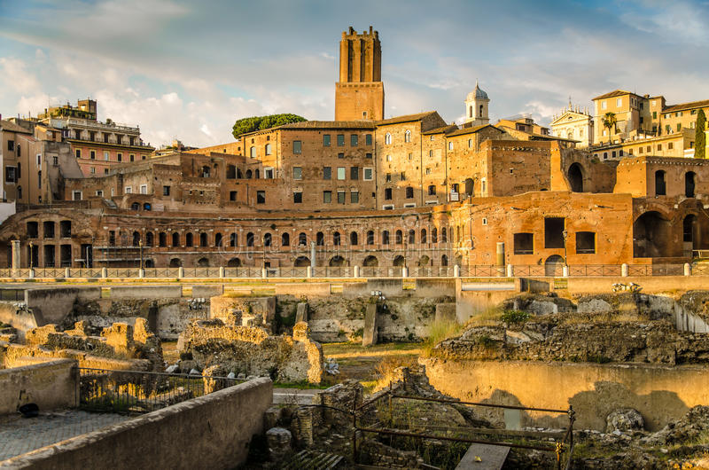 Trajan论坛和市场全景在罗马 图库摄影