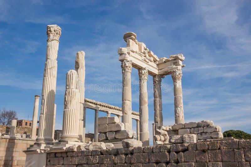 trajan tempel arkivbilder
