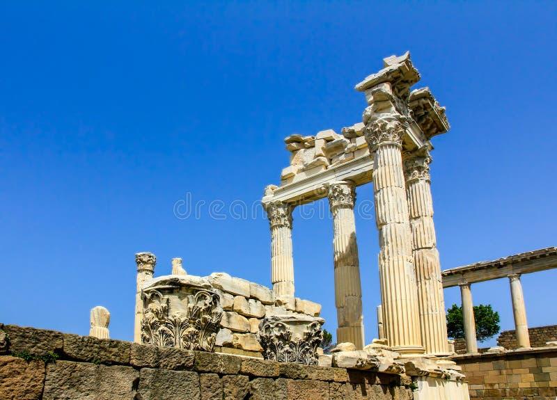 Trajan tempel, akropol för forntida stad av Pergamon eller Pergamum I arkivfoto