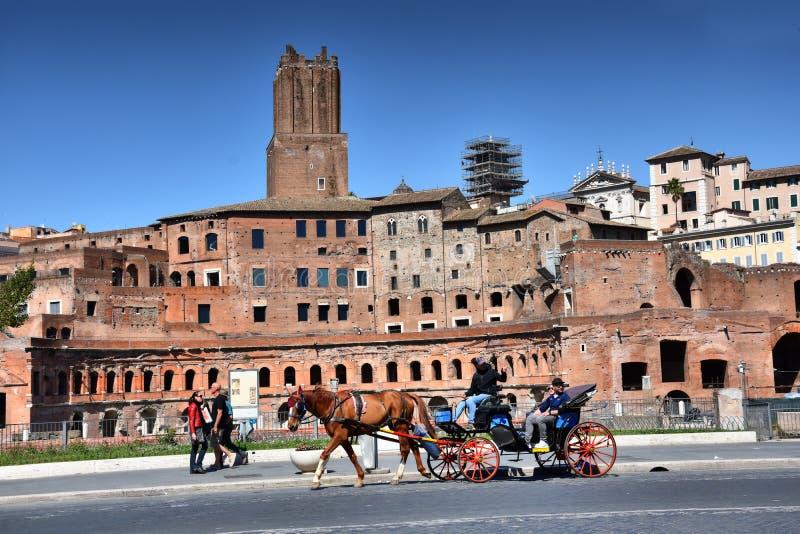 Trajan turyści w Rzym i rynki obrazy royalty free
