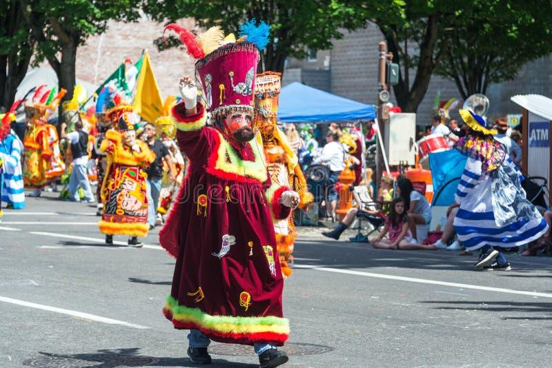 Traje colorido del desfile fotos de archivo