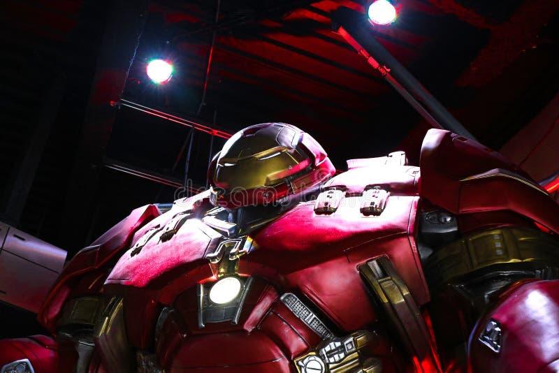 Traje de Buster Iron Man do casco na base de Tony Stark fotos de stock