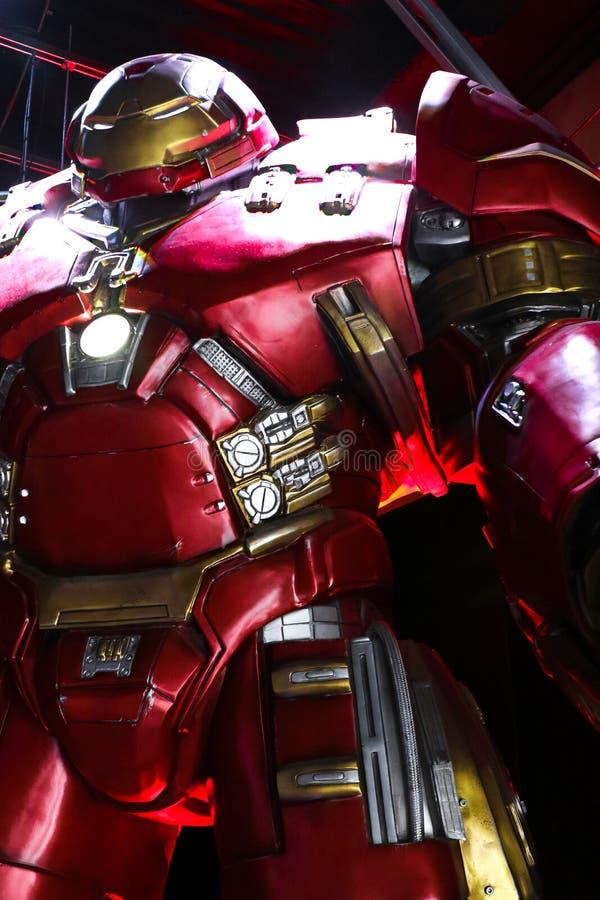 Traje de Buster Iron Man do casco na base de Tony Stark fotos de stock royalty free