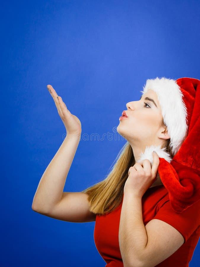 Traje do Natal da mulher que envia beijos foto de stock