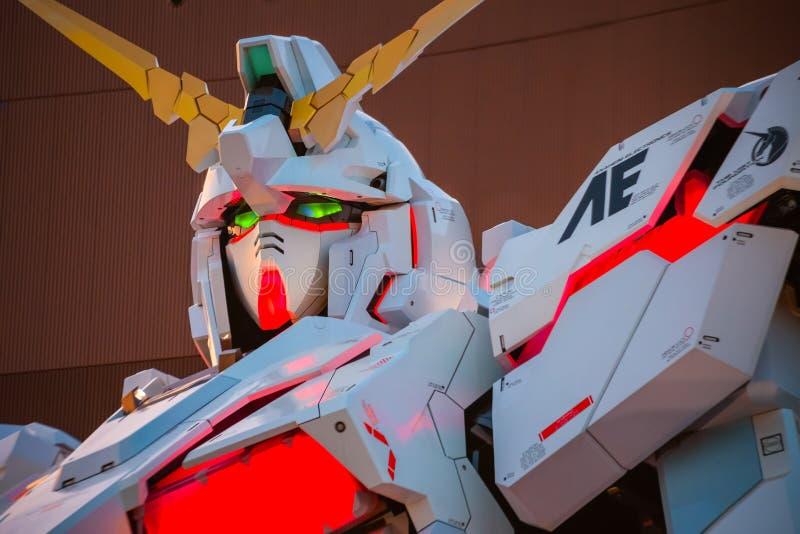 Traje móvil del mismo tamaño RX-0 Unicorn Gundam en el buceador City Tokyo Plaza en Tokio, Japón fotografía de archivo