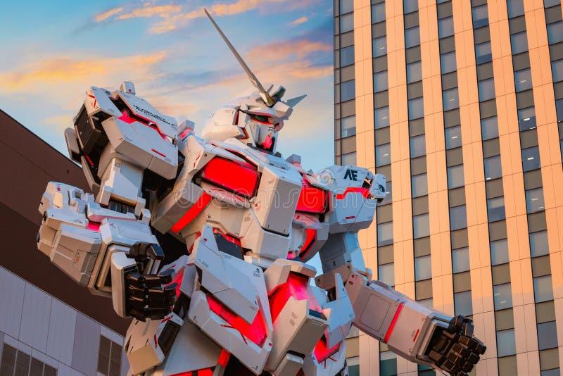 Traje móvil del mismo tamaño RX-0 Unicorn Gundam en el buceador City Tokyo Plaza en Tokio, Japón foto de archivo