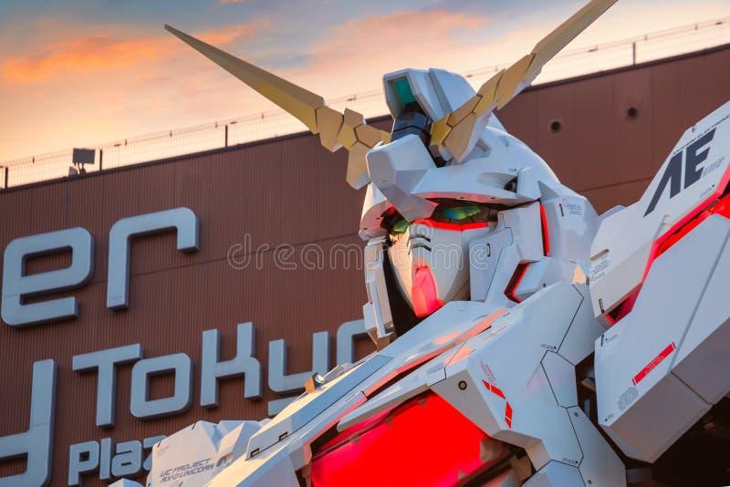 Traje móvil del mismo tamaño RX-0 Unicorn Gundam en el buceador City Tokyo Plaza en Tokio, Japón imagenes de archivo