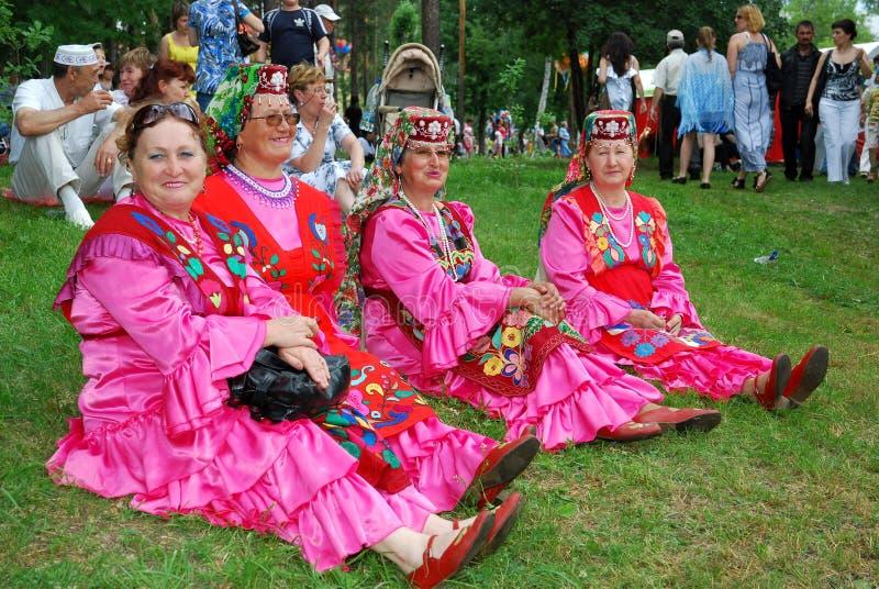 Traje nacional tártaro de Sabantuy de los participantes fotos de archivo