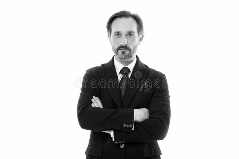 Traje perfecto para cada tipo de individuo Modelo de moda maduro hermoso del hombre llevar el traje de moda en el fondo blanco an foto de archivo