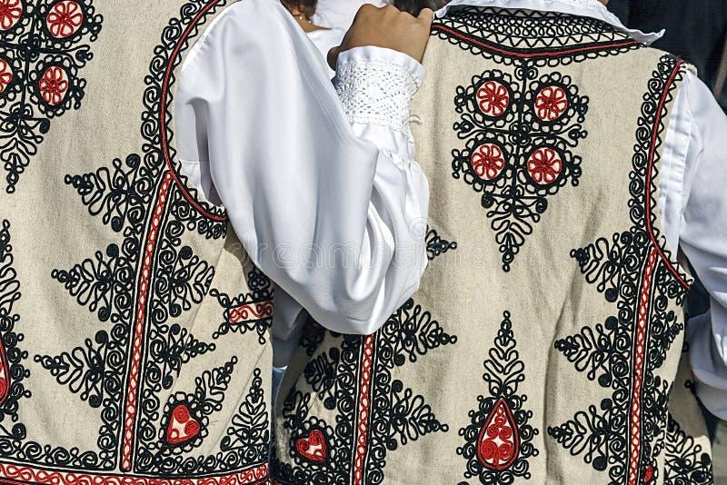 Traje popular rumano tradicional. Detalle 32 imagenes de archivo
