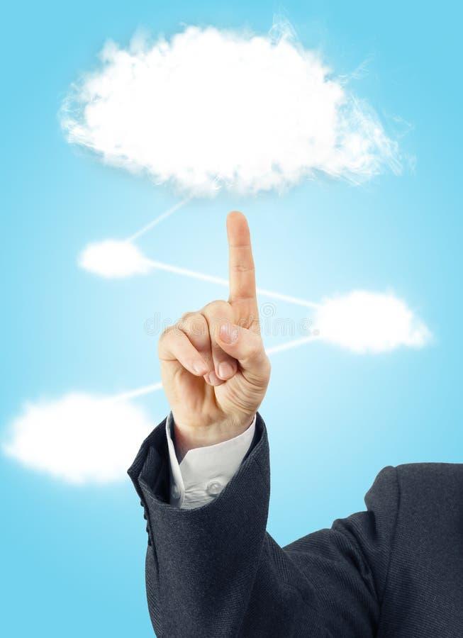Traje que lleva de la mano masculina que señala a la nube blanca imagen de archivo libre de regalías