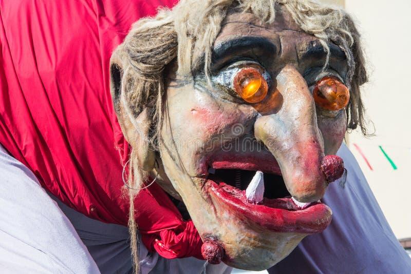 Traje tradicional del carnaval anual de Cerknica en Eslovenia fotos de archivo libres de regalías